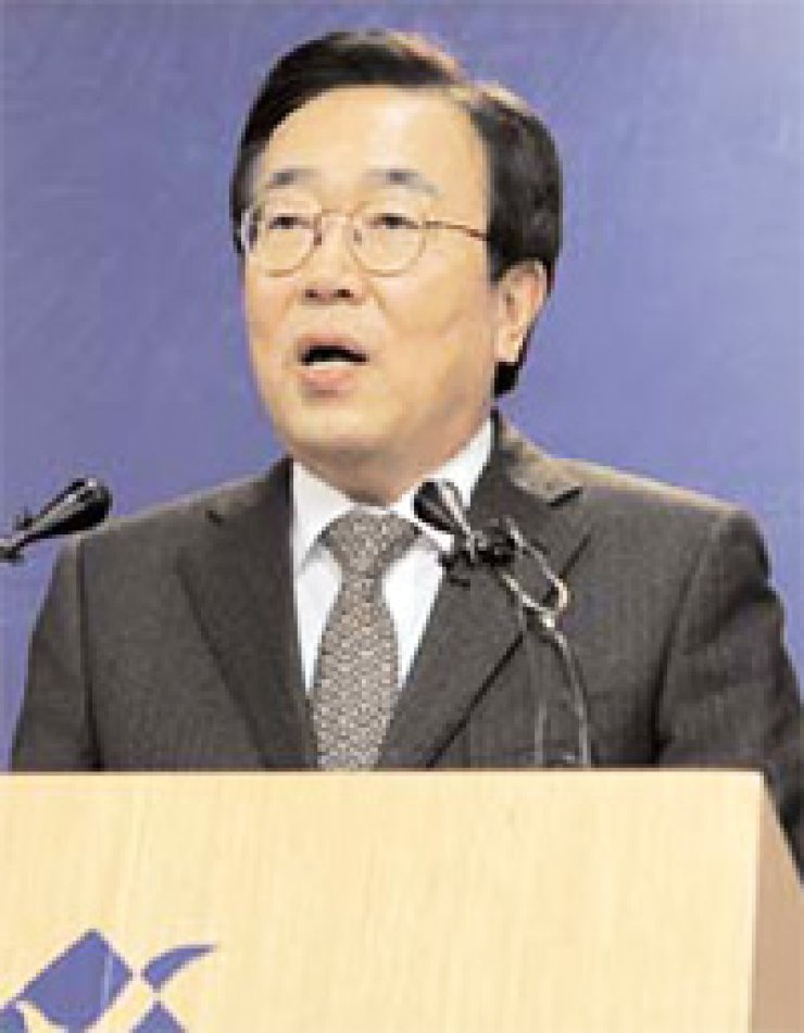 Busan Mayor Suh Byung-soo speaks during a press conference in Busan, Thursday. / Yonhap