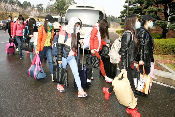 A group of 13 North Korean defectors who worked at a North Korean restaurant in a foreign country arrived in Korea, Thursday, according to the unification ministry, Friday. / Yonhap