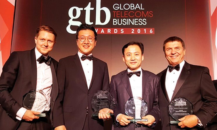 Head of SK Telecom's network business support group Shim Sang-su, third from left, poses with senior manager of SK Telecom's network research technology center Ryu Takki, second from left, and Ericsson's head of LTE business Marten Lerner, left, after SK received two awards with Ericsson and Accedian, each, both in the category of Wireless Infrastructure Innovation at the GTB Innovation Awards 2016 held in London, May 25. / Courtesy of SK Telecom