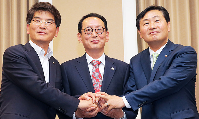 Vice Floor Leaders Of Rival Parties U2014 From Left Rep. Park Wan Joo Of The  Main Opposition Minjoo Party Of Korea; Rep. Kim Do Eup Of The Ruling  Saenuri Party; ...