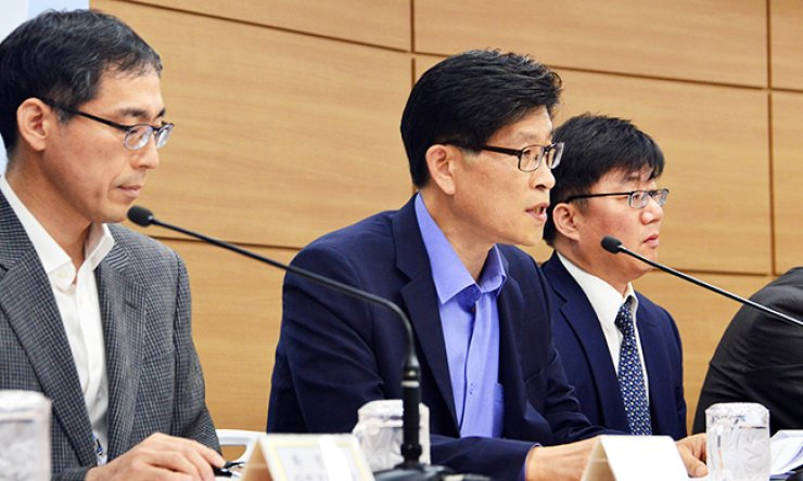 Noh Hyeong-ouk, deputy finance minister for fiscal affairs at the Ministry of Strategy and Finance, speaks at a media briefing on the restructuring of state-run energy firms held at the Government Complex in Sejong, Monday./ Courtesy of Ministry of Strategy and Finance