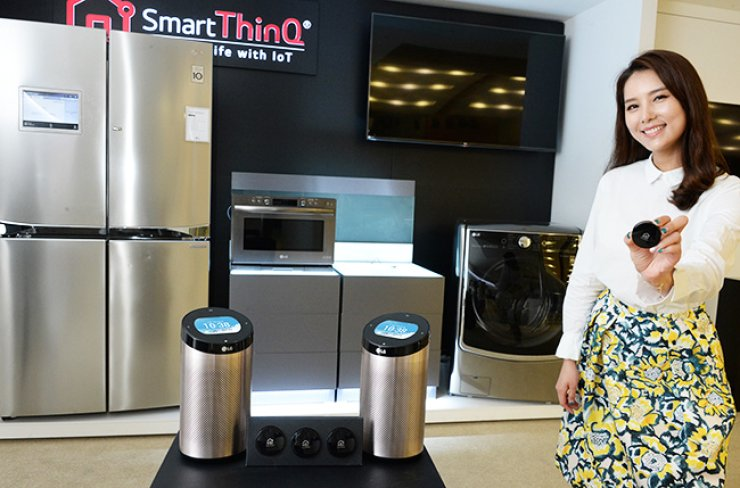 A model promotes LG Electronics SmartThinQ Sensor and SmartThinQ Hub at the company's research and development center in Seocho, southern Seoul, Monday. The electronics maker said the sensor and hub can connect conventional home appliances and make them work as smart devices. / Courtesy of LG Electronics