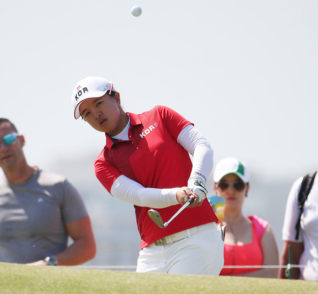 Park In-bee hits her tee shot on the seventh hole during the first round of the women's golf event at the 2016 Summer Olympics in Rio de Janeiro, Brazil, Wednesday. / AP-Yonhap