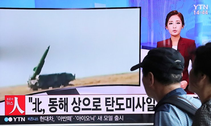 People watch a TV news program reporting about North Korea's missile launch, at the Seoul Train Station in Seoul, Monday. North Korea fired three ballistic missiles off its east coast Monday, South Korea's military said, in a show of force timed to coincide with the G20 economic summit in China. / AP-Yonhap