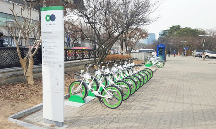 Bicycles of the city's bike-sharing system 'Ttareungi' are parked at a station in Yeongdeungpo-gu, western Seoul./ Courtesy of Seoul Metropolitan Government