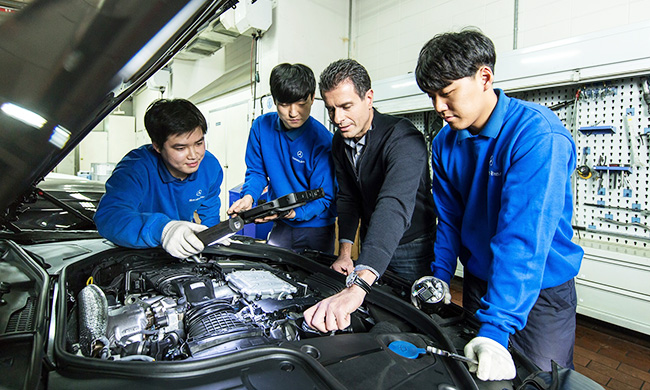 Mercedes benz korea boasts premium customer service for Plaza mercedes benz service