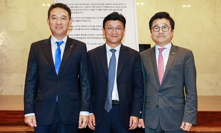 Starkey Korea CEO Richard Shim, right, poses with MED-EL co-CEO Eric Yun, center, and Dongsan Hearing Aid CEO Goodman Seo during an event at the Di Nozze Convention Center in Wangsimni, Seoul, Sept. 9, declaring more ethical and transparent business management. / Courtesy of Starkey Korea