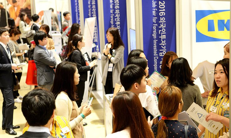 Jobseekers wait at booths of foreign companies for interviews during the Job Fair for Foreign-Invested Companies 2016 at COEX, southern Seoul, Monday. / Courtesy of KOTRA