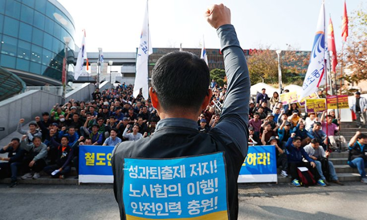 Members of the Korean Railway Workers' Union call for the Korea Railroad Corp. (KORAIL) to stop deploying inexperienced temporary workers to fill in for strikers due to safety concerns, during a rally in front of Seoul Station, Tuesday. They have been holding a walkout against the government-initiated merit pay system since Sept. 27. / Yonhap