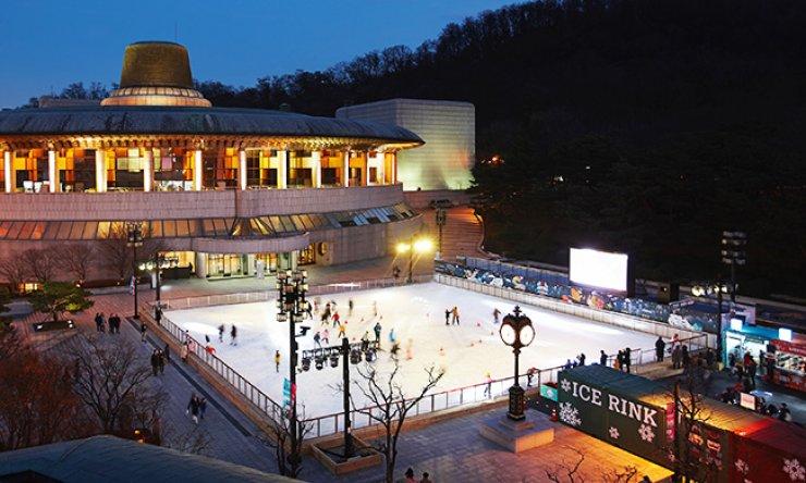 Seoul Arts Center's seasonal ice rink / Courtesy of Seoul Arts Center
