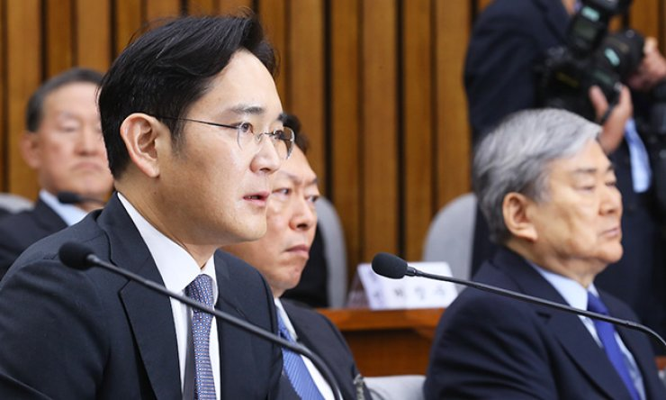 Samsung Electronics Vice Chairman Lee Jae-yong answers a question during a parliamentary probe into a scandal engulfing President Park Geun-hye at the National Assembly in Seoul, Tuesday. / Yonhap