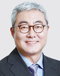 Cho Dae-sik, SK Supex Council chairmanPark Sang-kyu, SK Networks CEOKim Joon, SK Innovation CEO