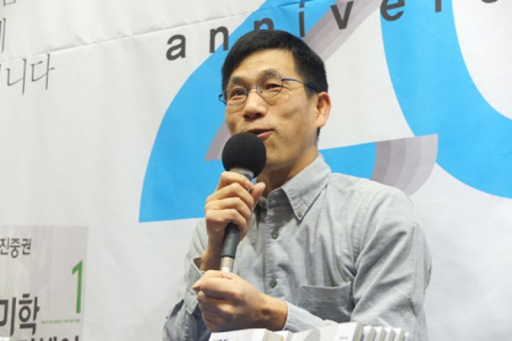 Chin Jung-kwon, a professor at Dongyang University, speaks at a news conference in Seoul earlier this week on the renewed edition of his bestselling art book series, 'Aesthetics Odyssey.' / Courtesy of Humanist Books