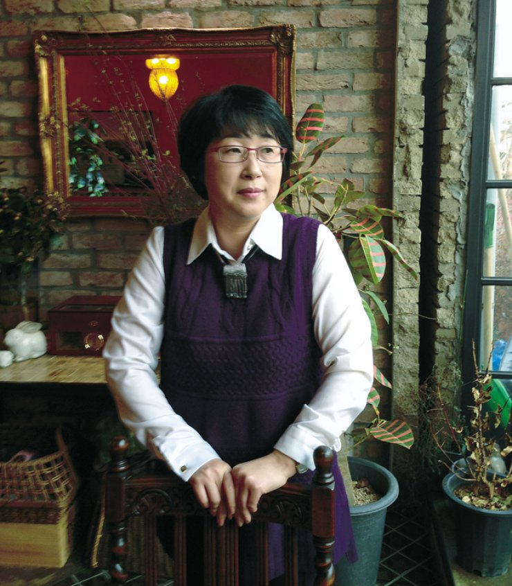 Poet Ra Hee-duk  / Korea Times file