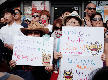 Gay rights advocates hold a parade to call for more rights for sexual minorities during the 15th Korea Queer Festival in Sinchon, western Seoul, Saturday. / Courtesy of Korea Queer Festival