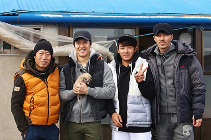 Seen above are the actors appearing in tvN's 'Three Meals a Day.' From left are Yoo Hae-jin, Jung Woo, Son Ho-joon and Cha Seung-won./ Courtesy of CJ E&M