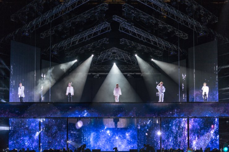 K-pop band BigBang performs during their 10th anniversary concert 'BIGBANG10 THE CONCERT: 0.TO.10' at Seoul World Cup Stadium in western Seoul, Saturday. / Courtesy of YG Entertainment
