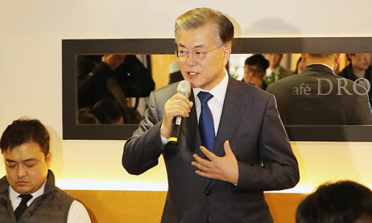 Former Democratic Party of Korea Chairman Moon Jae-in speaks to reporters at a coffee shop near the National Assembly, Tuesday. / Yonhap