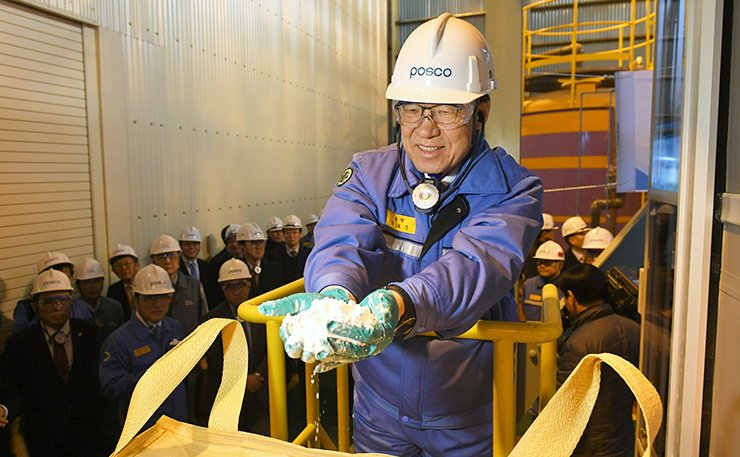 POSCO Chairman and CEO Kwon Oh-joon poses with the company's first lithium carbonate powder produced at a POSCO factory in Gwangyang, South Jeolla Province, Tuesday. / Courtesy of POSCO