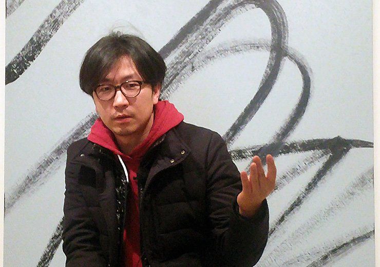 Artist Lee Wan speaks at the 313 Art Project in Seongbuk-dong, Seoul on Feb. 15. / Yonhap
