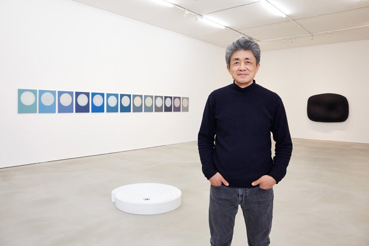 Artist Ahn Kyu-chul with his works on display at the 'Words Just for You' exhibition at Kukje Gallery in central Seoul. / Courtesy of the artist and Kukje Gallery