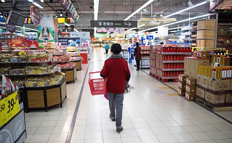A Lotte Mart staff stands in an almost empty Lotte Mart in Shanghai, Monday. / AFP-Yonhap