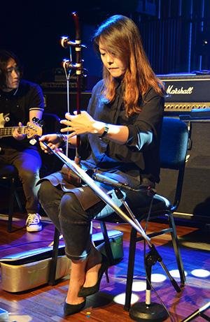 Sim Eun-yong plays the geomungo, a traditional Korean zither, for Jambinai at West Bridge Live Hall for Zandari Festa 2015. / Korea Times photo by Jon Dunbar