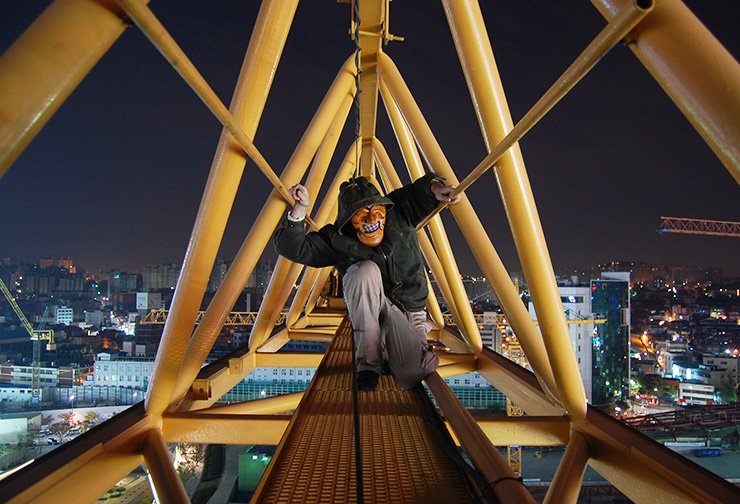 In this photo Yangbantal, an anonymous contributor appearing in the first issue of Korea Photo Review, kneels atop a crane in 2010 during construction of Dongdaemun Design Plaza in Seoul. The magazine showcases Korea through visual storytelling. / Courtesy of Korea Photo Review
