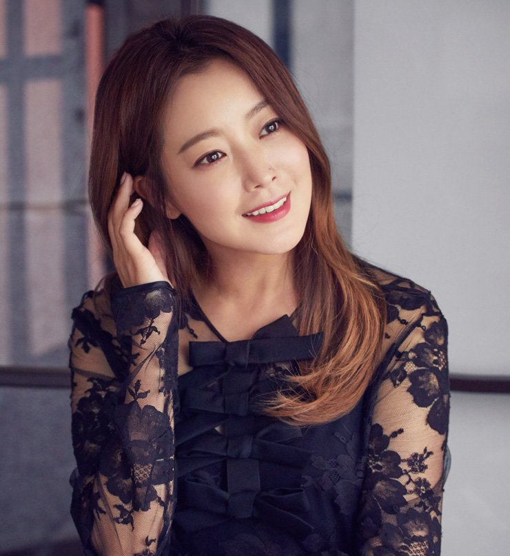 Actress Kim Hee-sun poses in this file photo. / Courtesy of Hinge Entertainment