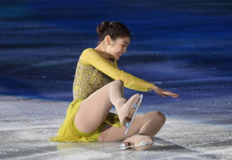 Figure skater Kim Yu-na, 23, smiles after falling on her behind during her retirement show at Olympic Park in Seoul, Monday. / Yonhap