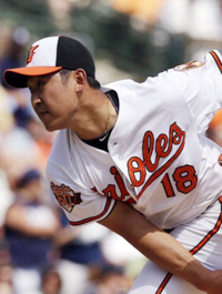 In his minor league debut, Triple-A Norfolk pitcher Yoon Suk-min gave up nine runs over 11 hits in 2 1/3 innings against Gwinnett.Norfolk lost 10-5. / Yonhap