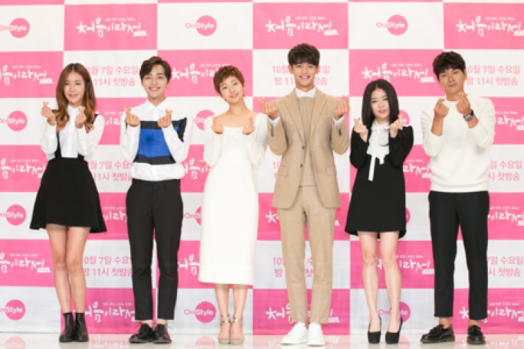 The cast of the romance drama 'My First Time' poses during a press conference at Amoris Hall in Time Square, Seoul, Monday. From left are Eugene Jeong, Kim Min-jae, Park So-dam, Choi Min-ho, Cho Hae-jung and Lee Yi-kyung. / Courtesy of CJ E&M