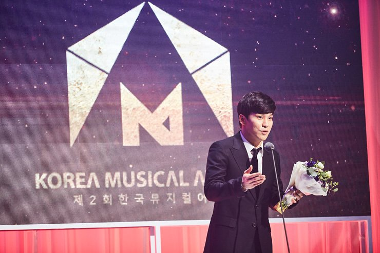 Actor Hong Kwang-ho makes an acceptance speech after winning the Best Actor in a Leading Role at the 2nd Korea Musical Awards held at the Grand Peace Hall of Kyung Hee University in Seoul, Monday. / Courtesy of Korea Musical Awards