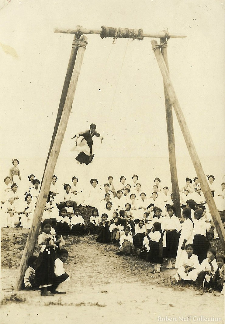 Women swinging near Cheongjin, Hamgyeongbuk-do, in the early 1940s.