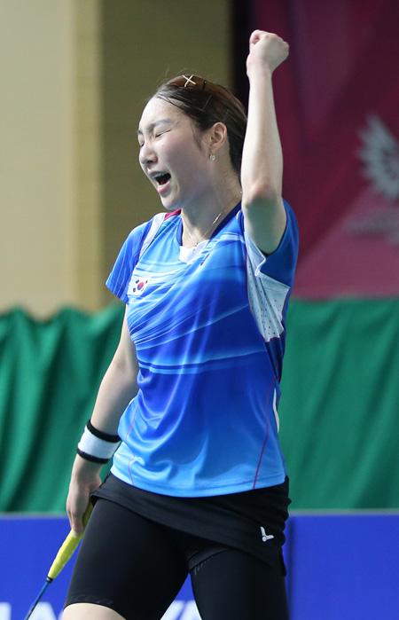 Table tennis player Lee Sang-su serves during his men's singles semifinal match against Japan's Masataka Morizono at the Jangseong Honggildong Gymnasium in South Jeolla Province, Monday. / Courtesy of GUOC