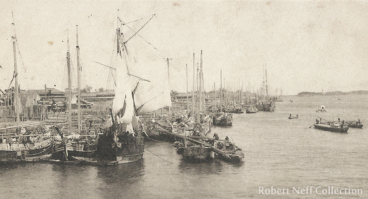 Korean boatmen circa 1900s.