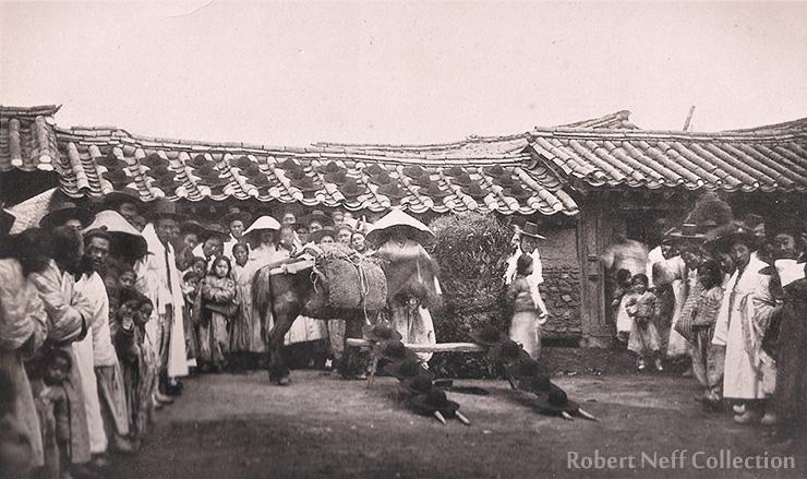 A Korean man wearing a gat, circa 1901.