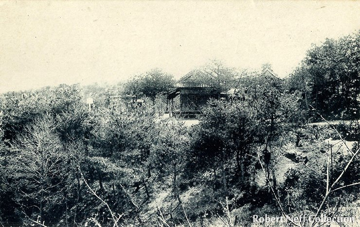A shrine in the Wonsan area in the 1900s. Robert Neff collection