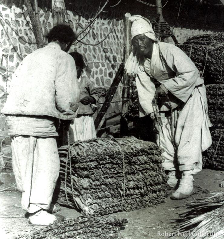 Unloading a boat in Fusan circa 1903.