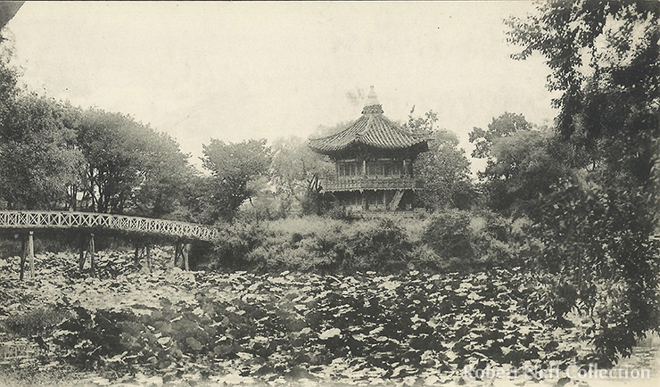 Geoncheonggung, the site of the queen's murder, circa 1900. Robert Neff Collection