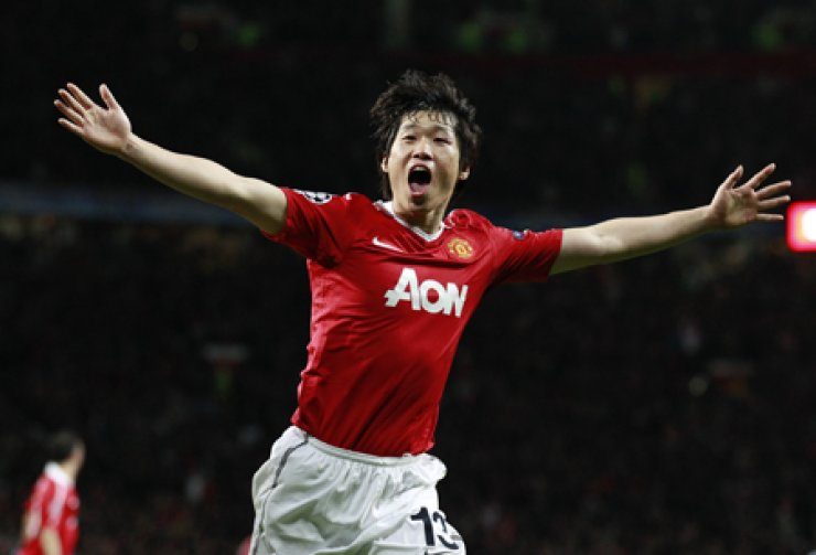 Manchester United's Park Ji-sung celebrates after scoring a goal against Chelsea during their Champions League quarterfinal second leg soccer match at Old Trafford, Manchester on this file photo on April 12, 2011. / AP-Yonhap