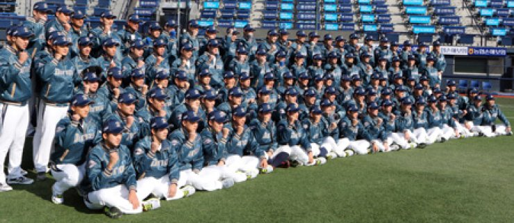 The NC Dinos players pose at the team's New Year meeting at Masan Baseball Stadium in Changwon, South Gyeongsang Province, Monday. TheDinos, who joined Korea's top professional baseball league starting in the 2013 season, placed third in the regular season last year. They will leavefor Arizona on Thursday to set up a spring training camp. / Yonhap