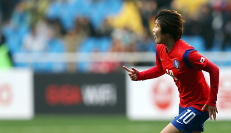 Ji So-yun of the South Korean national women's football team celebrates after scoring a goal in the 90th minute of an international friendly match against Russia at Incheon Football Stadium, Sunday. Korea won 1-0. / Yonhap