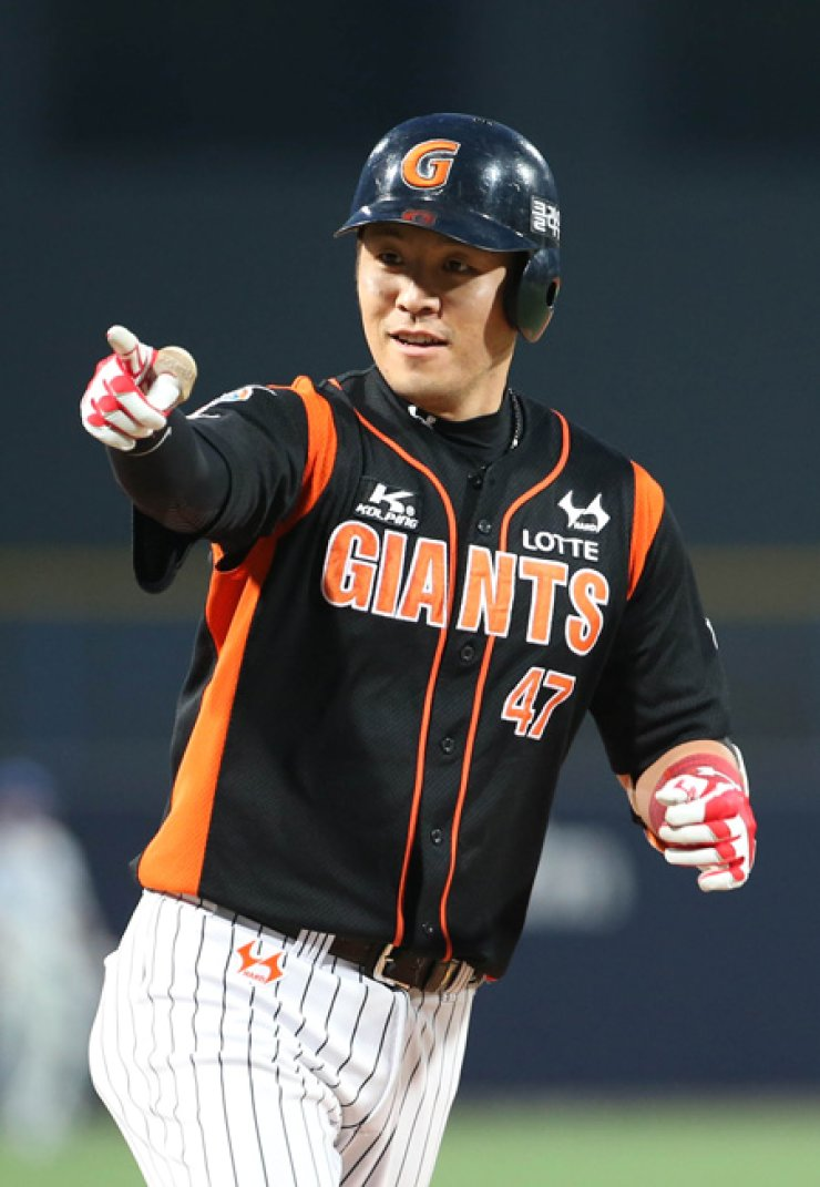 Lotte Giants Kang Min-ho gestures after hitting a home run in a game against the Samsung Lions in Pohang, North Gyeongsang Province, June 2. / Yonhap