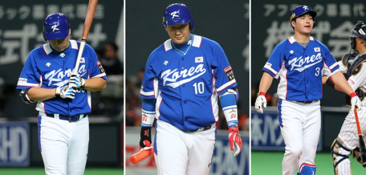 South Korean national team hitters Kim Hyun-soo, from left, Lee Dae-ho and Park Byung-ho react after being struck out during an opening game of the Premier 12 baseball tourney against Japan at Sapporo Dome, Japan, Sunday. South Korea lost to Japan 0-5. / Yonhap