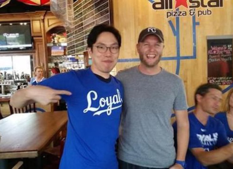 Lee Sung-woo, an obsessed Kansas City Royals fan from Korea, poses at the pub inside the stadium in Missouri after he was invited by the team to see his first Royals game in person. / Photo from Lee's Tweeter
