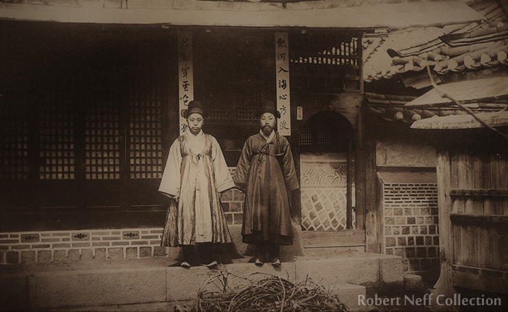 A Korean noble and his attendants circa 1890-1900s. Robert Neff Collection