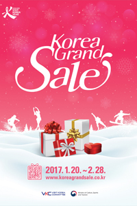 Dancers wearing hanbok, traditional Korean clothing, perform during last year's Korea Grand Sale period. Special performances will add a festive atmosphere to this year's event as well, which is scheduled from Jan. 20 to Feb. 28. /Courtesy of Visit Korea Committee