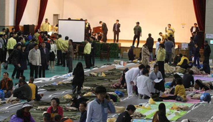 A gym in Jindo, few kilometers distanced from where the accident broke out, is filled with families of the passengers still remaining unaccounted for and staffs of the emergency disaster control center.