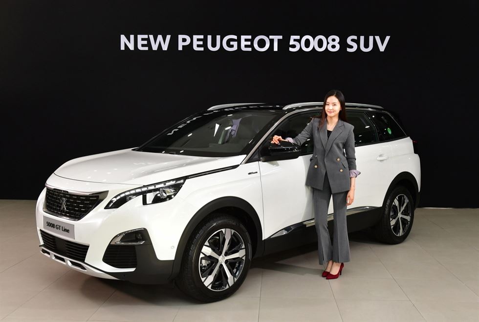 peugeot introduces 5008 suv in korea. Black Bedroom Furniture Sets. Home Design Ideas
